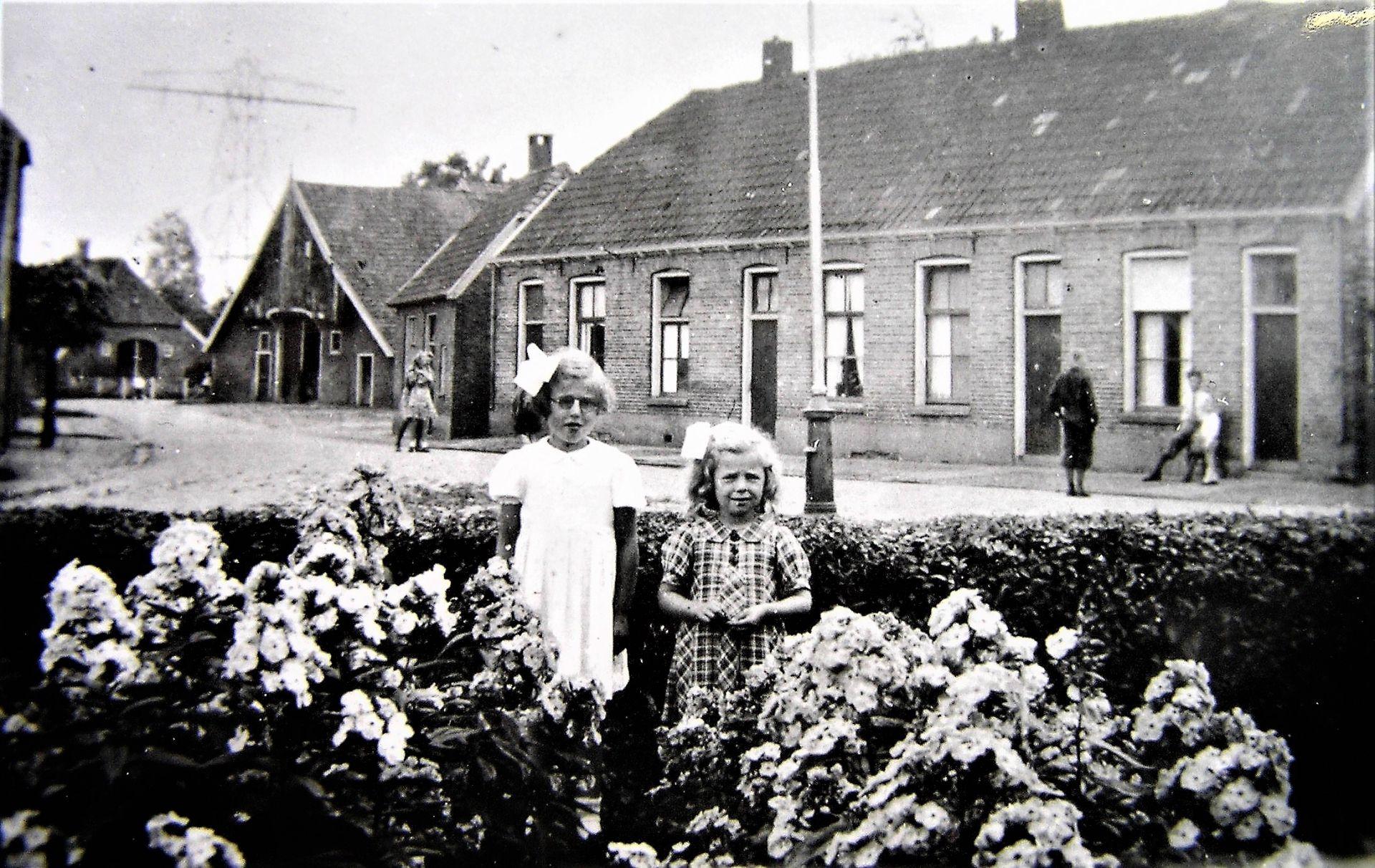 De geschiedenis van Delden in Beeld - Annie en Gerda Scholten in 'n Kafhook