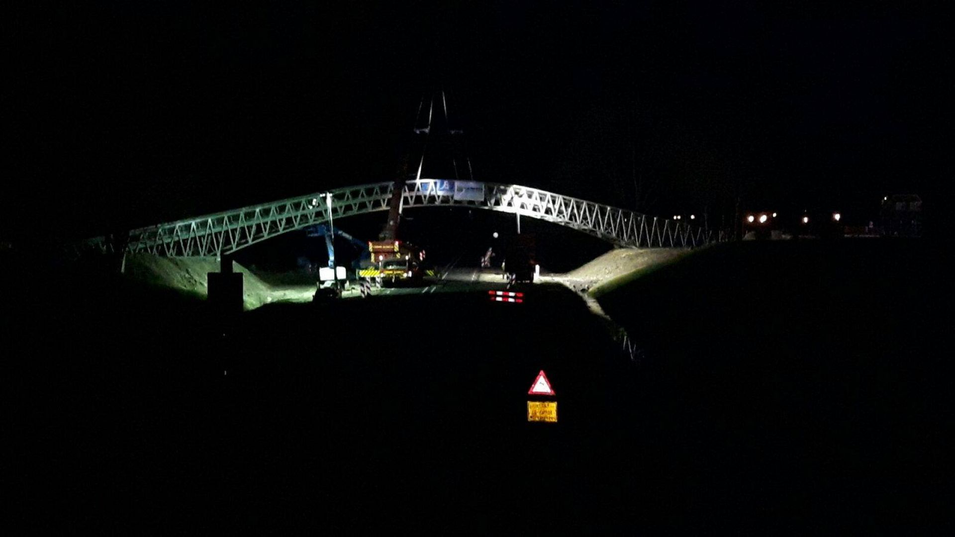 Video: Marktstraatbrug Delden geplaatst