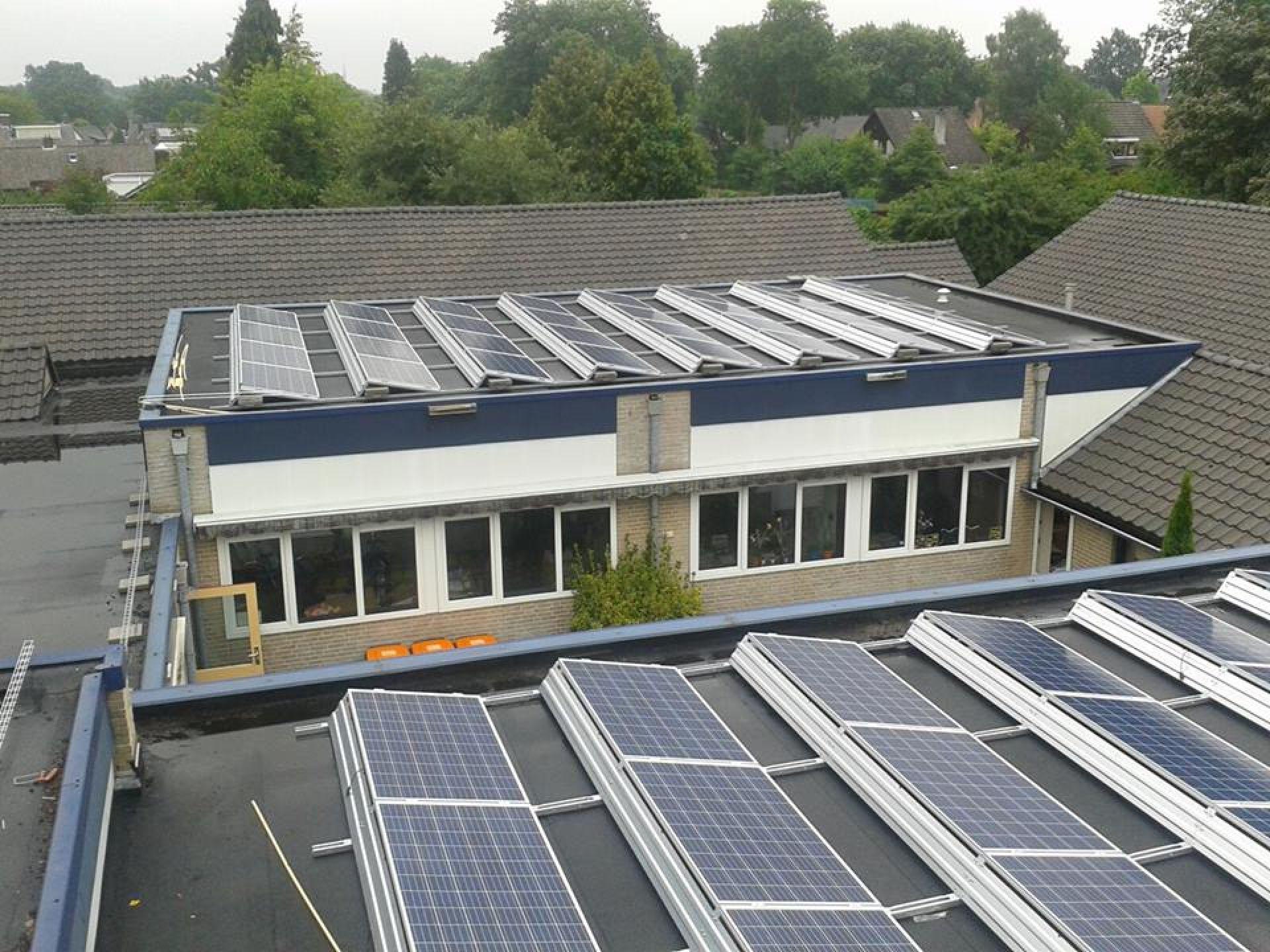 Erve Hooyerinck plaatst 144 zonnepanelen op dak