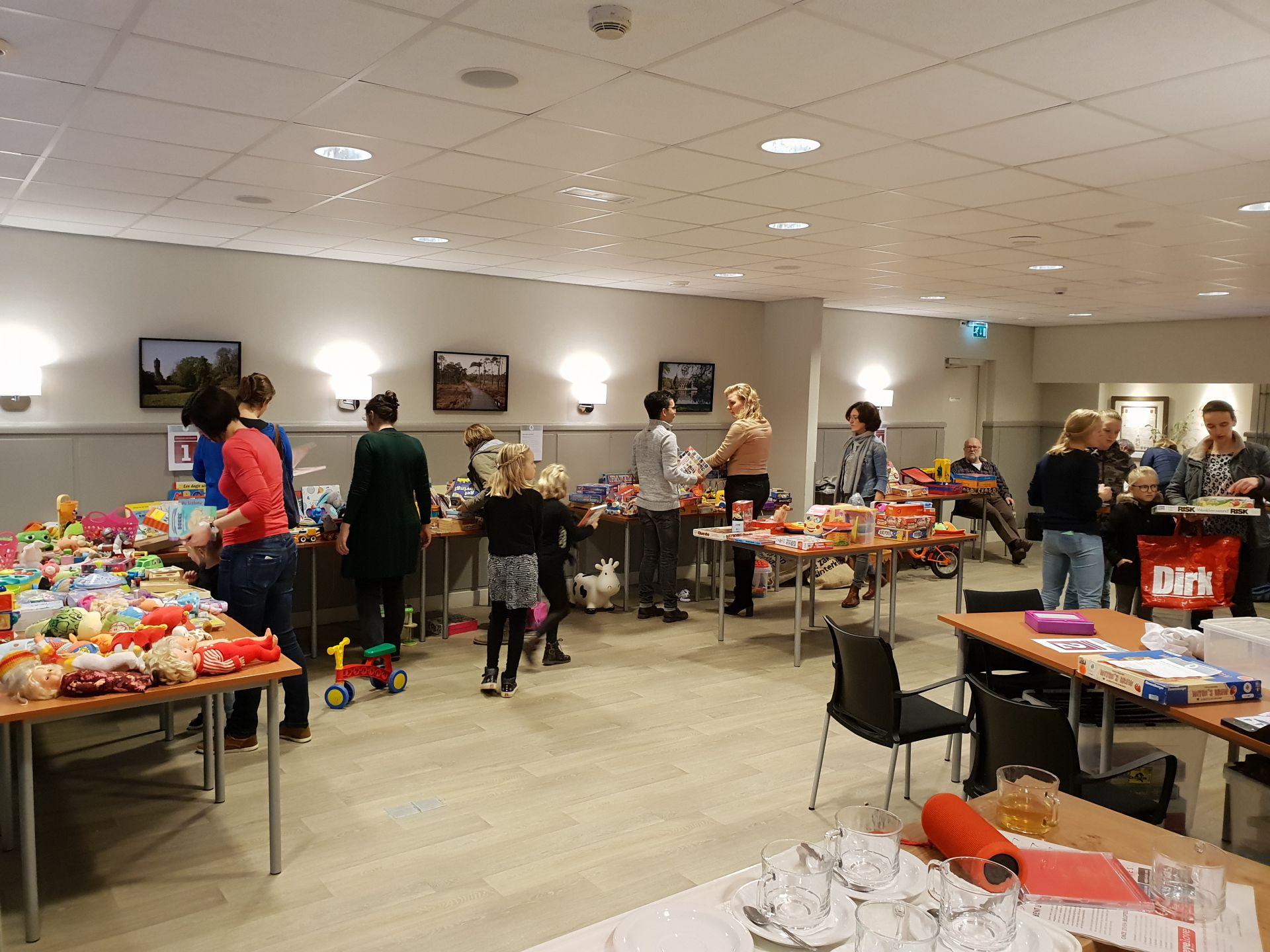 Video update: Eerste Recycle Sint speelgoed ruilbeurs in Delden groot succes