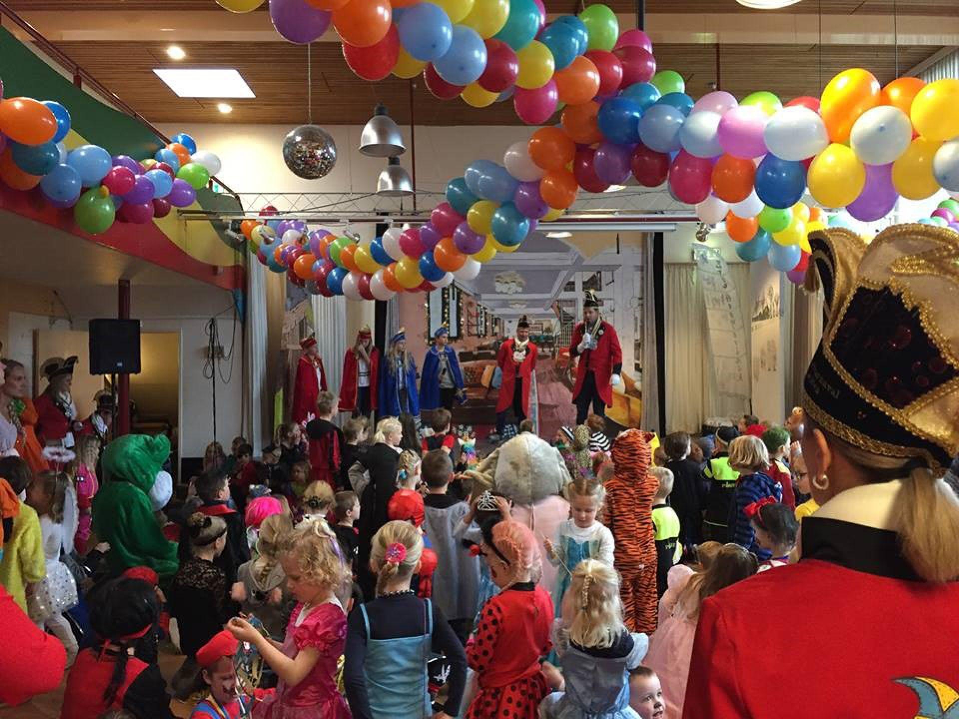 Carnavalsfeest in Delden barst los!