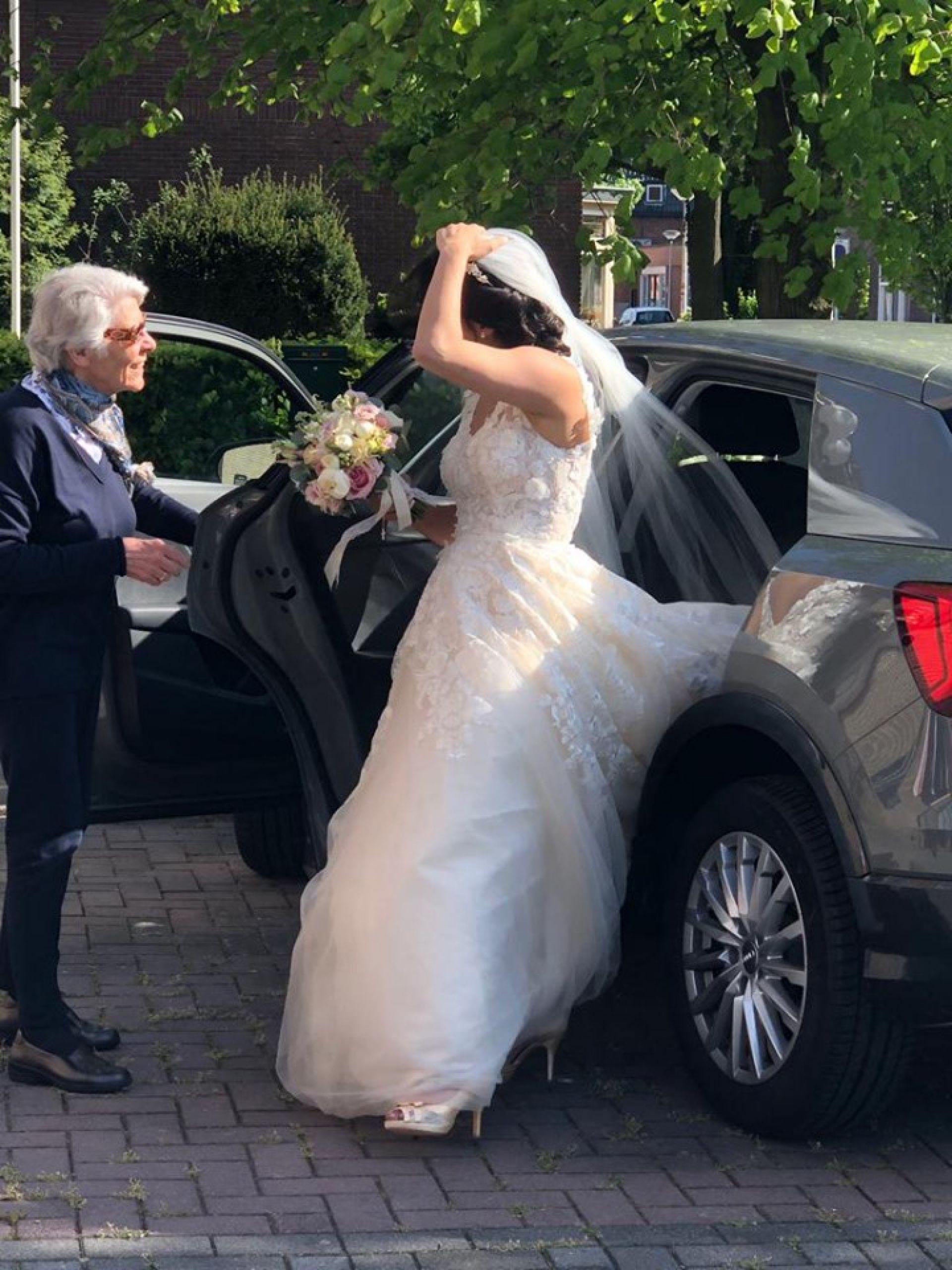 Deldense heldin gezocht door bruidspaar