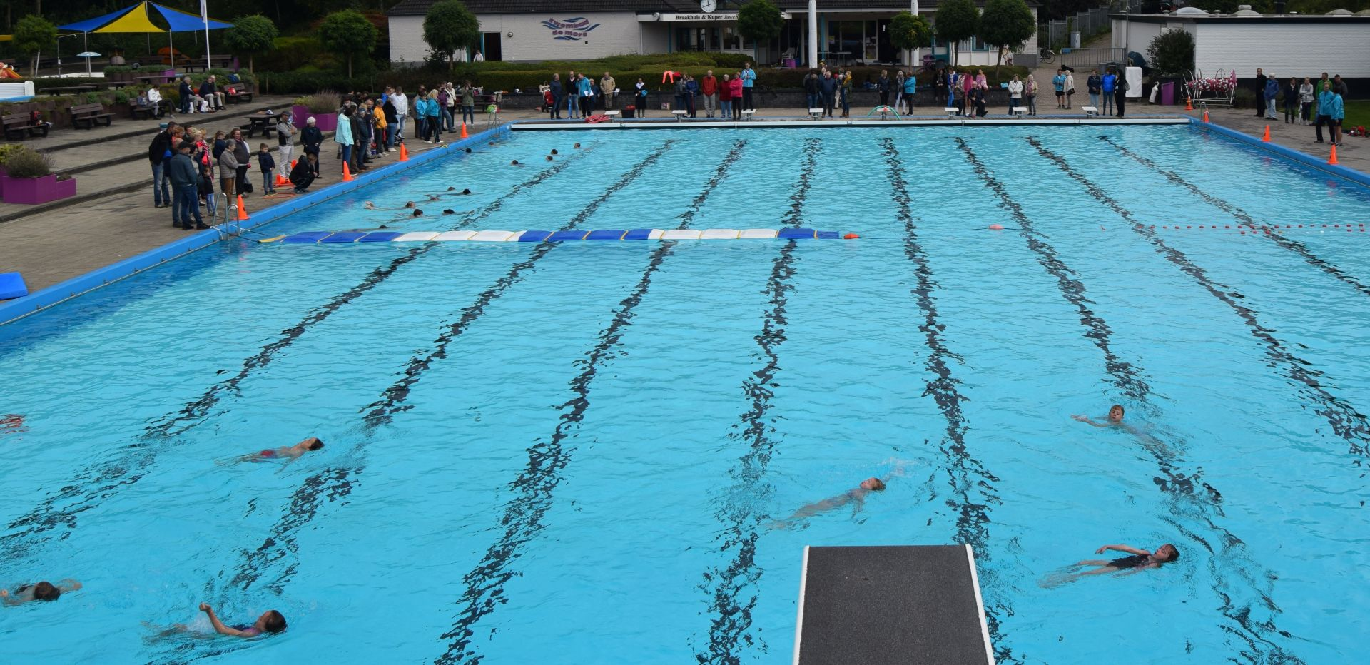 Feestelijke afsluiting zwembad De Mors na teleurstellende zomer