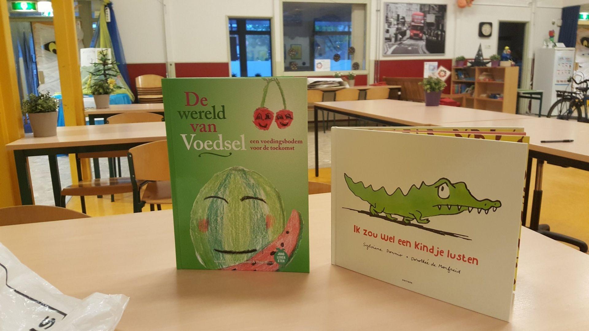 Collegeleden, raadsleden en Hofpower-vrijwilligers lezen voor op Deldense scholen