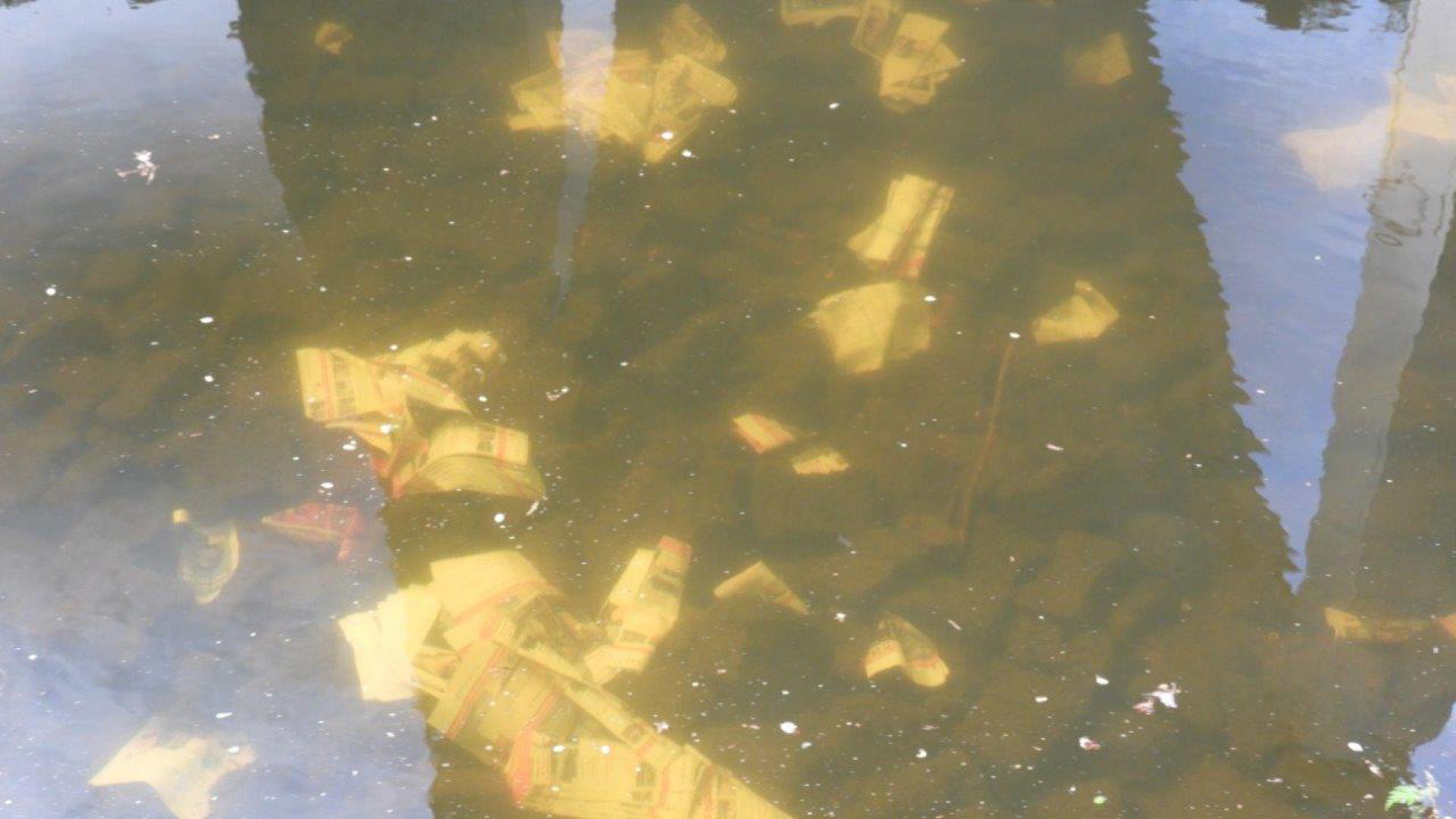 Folderdump in Twentekanaal bij Delden