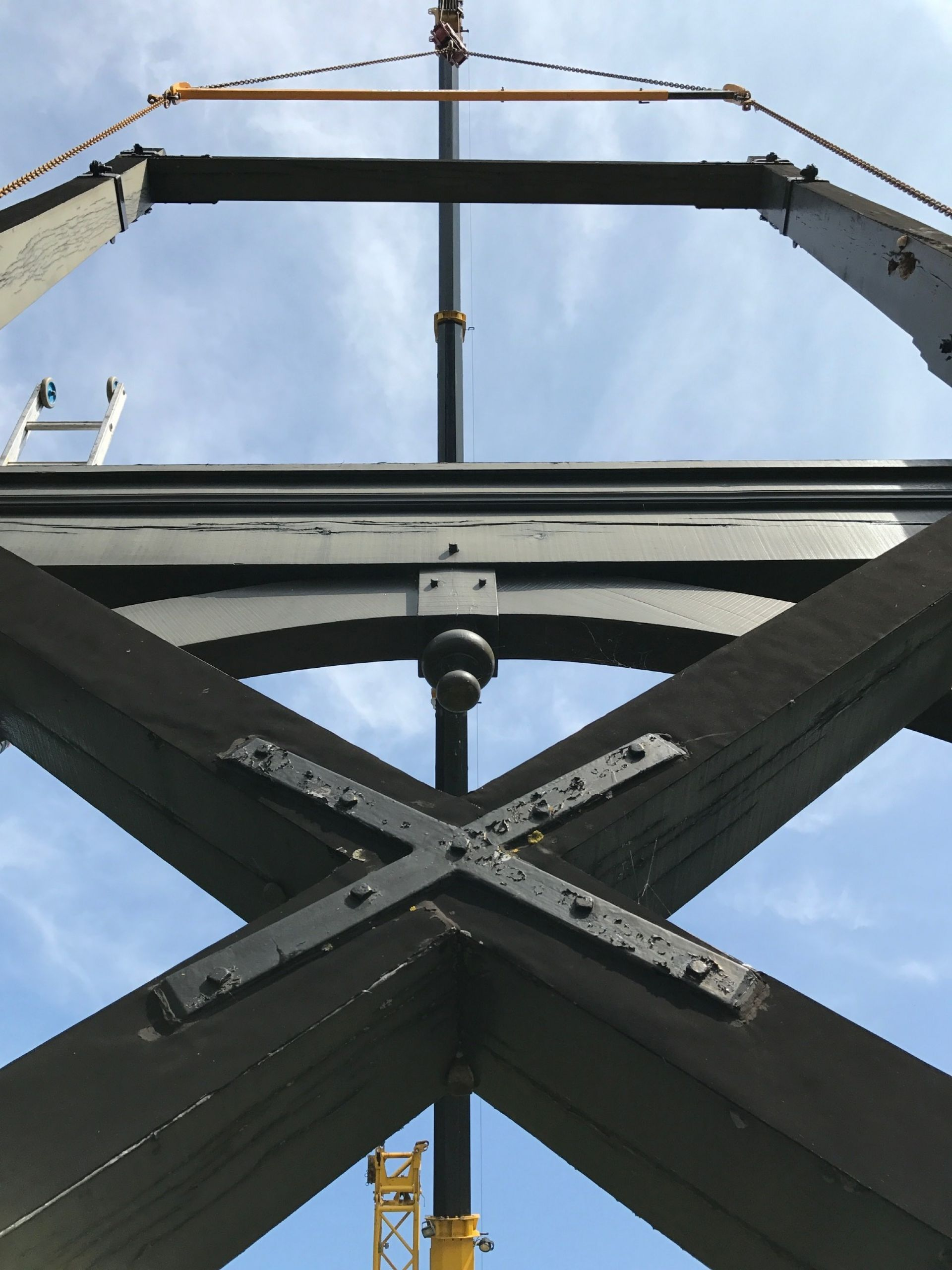 Twickel renoveert karakteristieke ophaalbrug bij kasteel