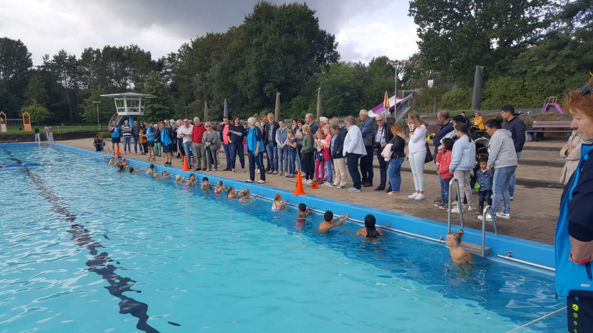 Zwembad De Mors sluit absoluut topjaar af met diplomazwemmen