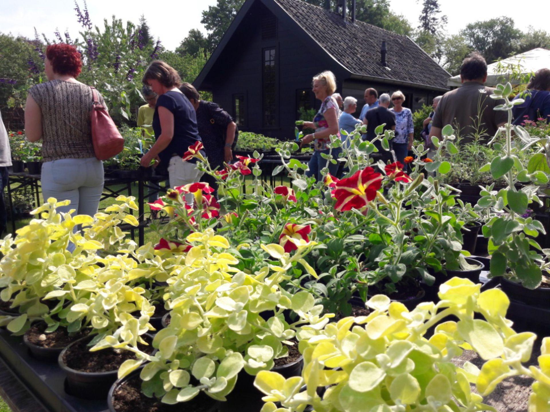 Moederdag plantenmarkt in moestuin Twickel