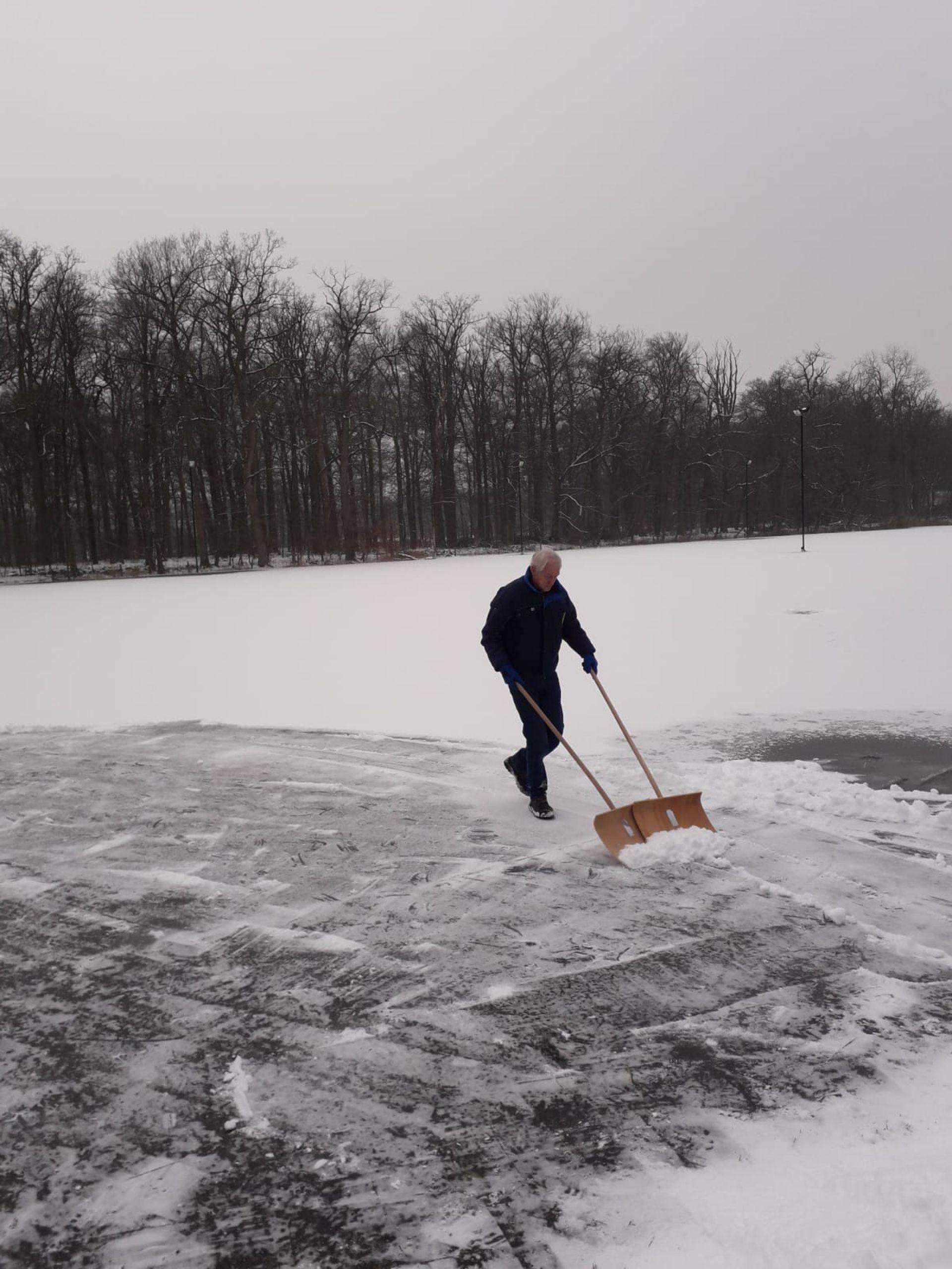 IJsbaan Delden blijft gesloten: 'ijs is veel te dun'
