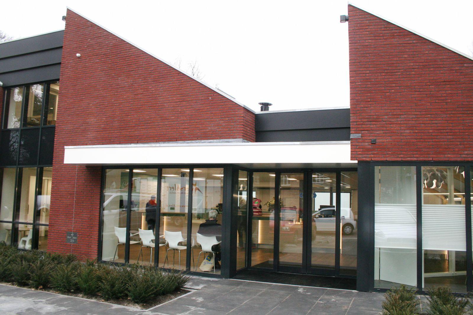 Apotheek Delden ontvangt eerste cliënten in nieuw pand – Foto's online!