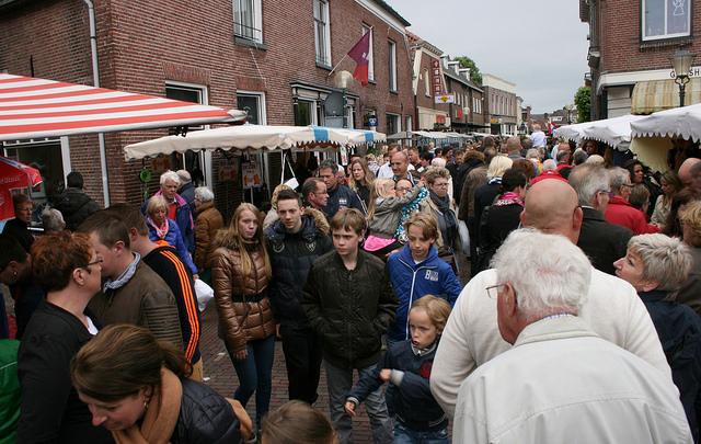 Feesttent 'Hemels Delden' op Ressingplein tijdens Hemelvaart
