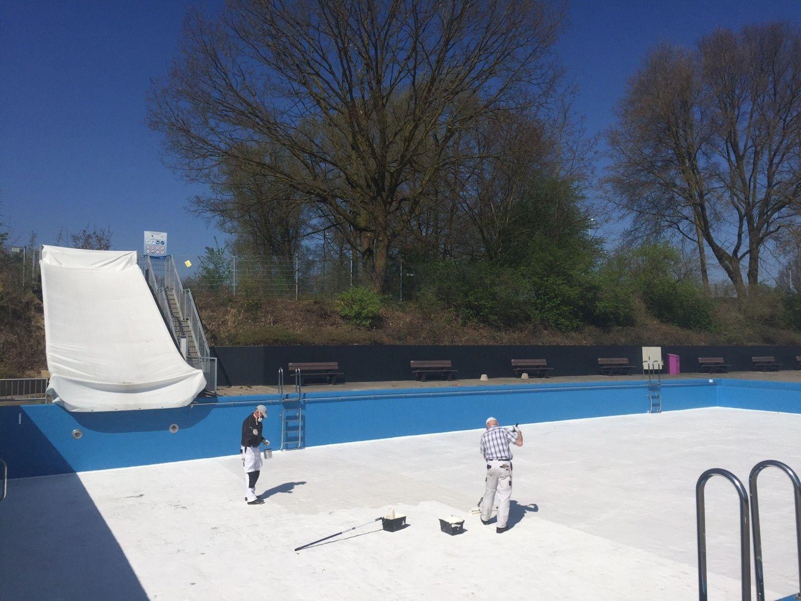 Delden in actie voor NLdoet bij zwembad, kruidentuin en sportcomplexen