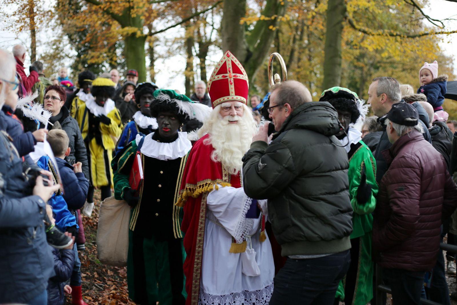 Foto S Sinterklaas Intocht Delden 2016 Online Nieuws Nieuws Uit Delden Het Laatste Nieuws Als Eerste