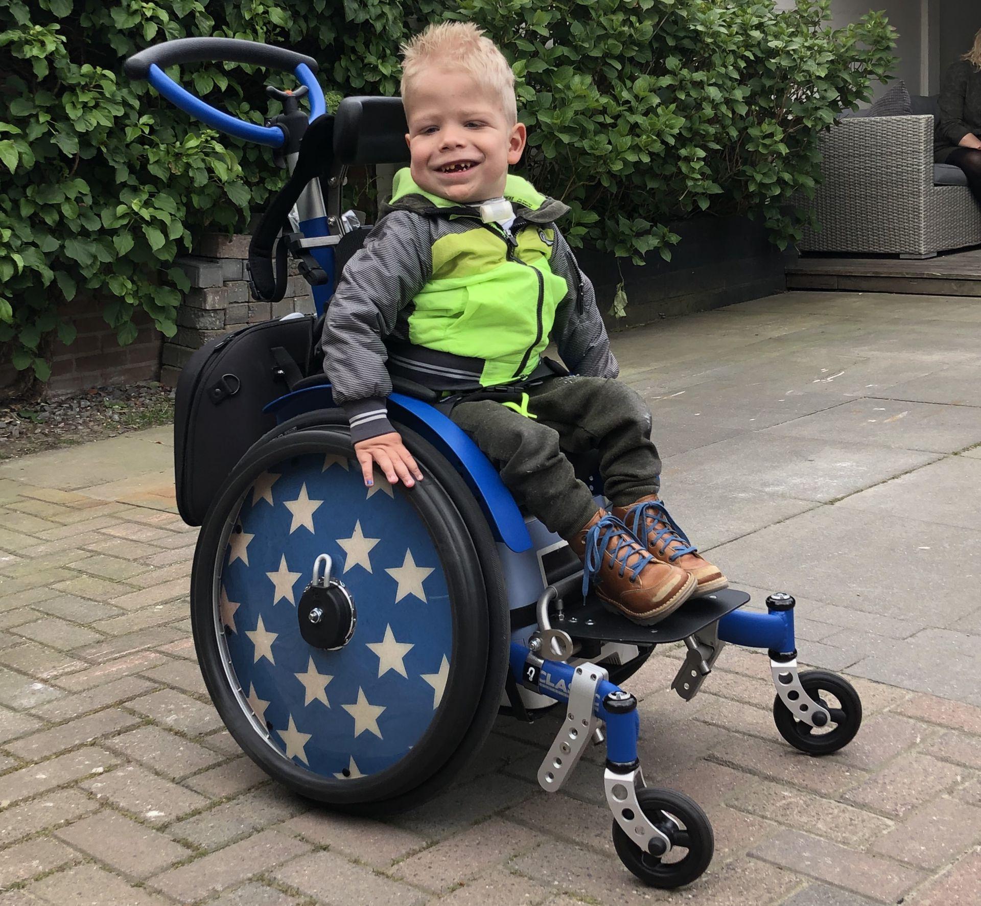 4-jarige Jens krijgt rolstoelbus na succesvolle actie