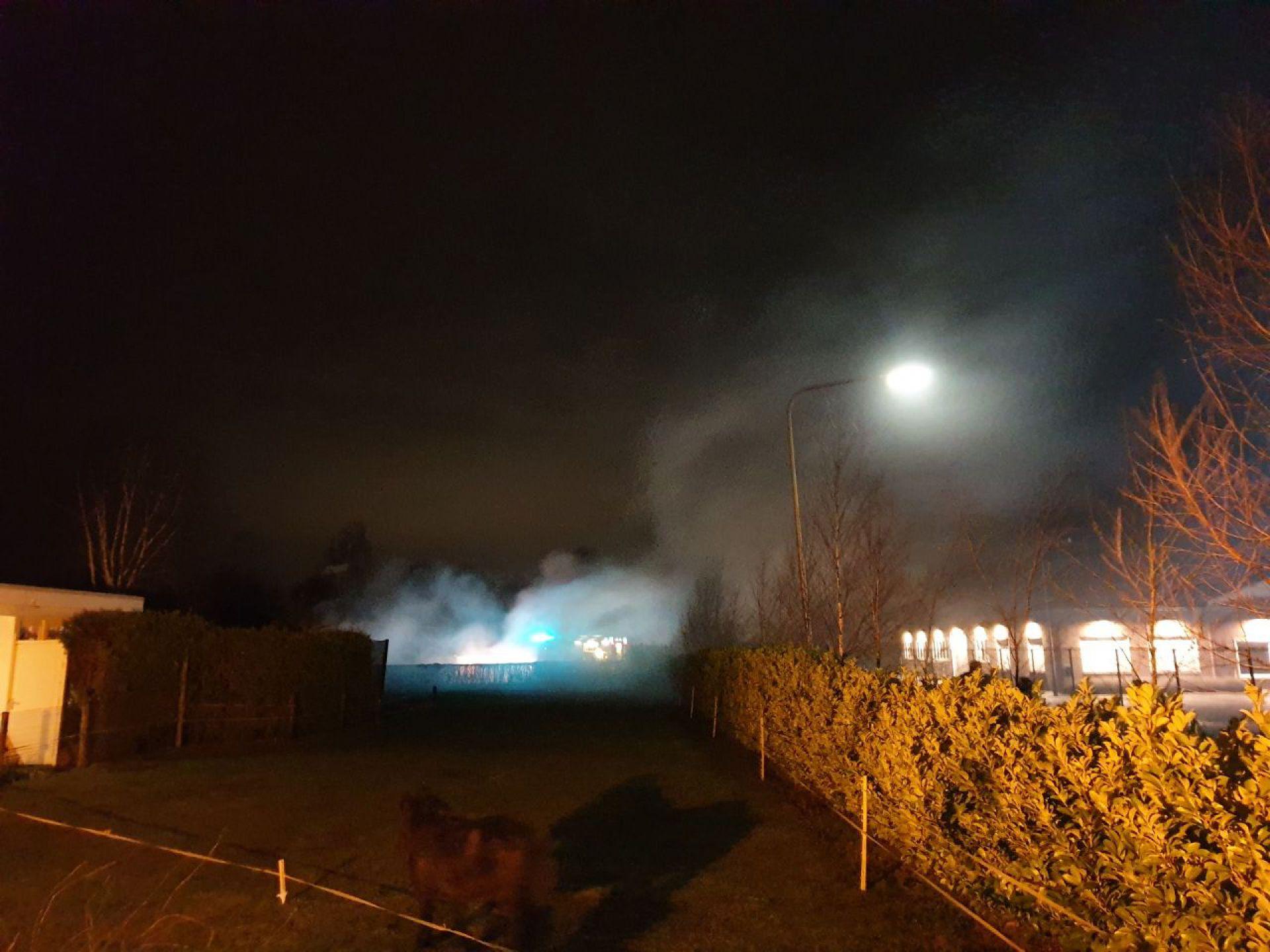 Bestelbus brandt uit aan Langenhorsterweg Ambt Delden