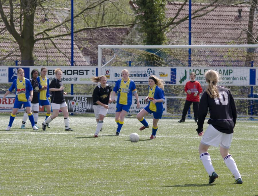 Ingezonden: Dameselftal SV Delden speelt laatste thuiswedstrijd gelijk