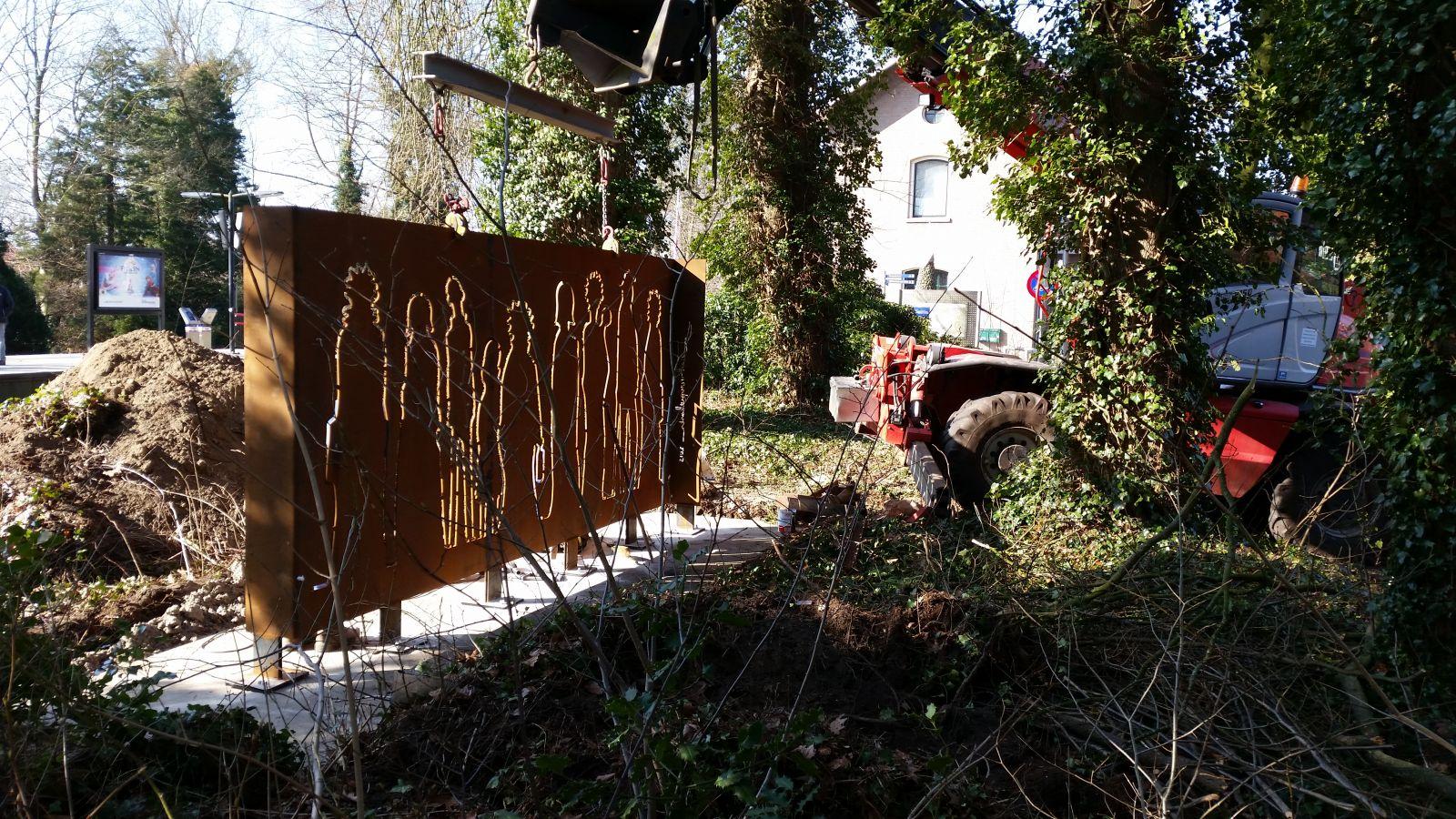 Monument 'Vertrek' geplaatst bij treinstation Delden – Onthulling op 4 april