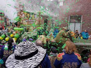 Video en foto's: Carnavalsoptocht trekt weer door Deldense straten