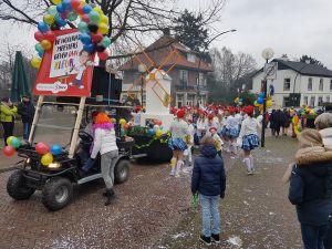 Foto update: Kindercarnaval Delden trekt weer door de straten
