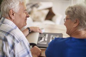 Vrijwilligers Salut helpen bij samenstellen levensverhaal