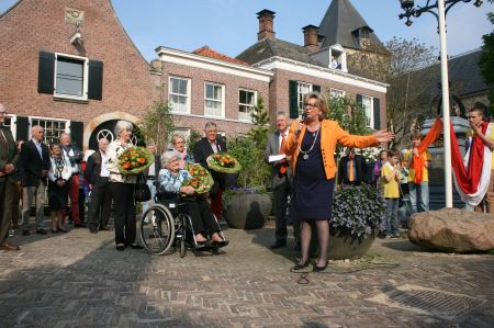 Oranjevereniging: 'Feliciteer nieuwe gedecoreerden tijdens aubade op Koningsdag'
