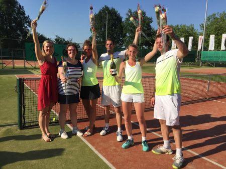 Kampioenen Tennisclub Delden gehuldigd