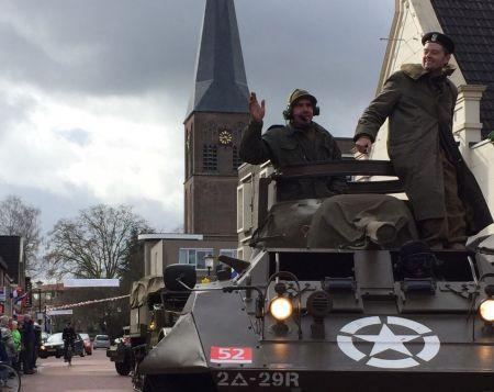 150 voertuigen Keep Them Rolling dwars door Deldense centrum