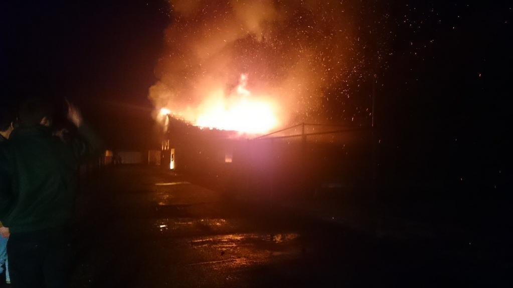 Update 3: Asbest vrijgekomen bij brand Ambt Delden - Video RTV Oost