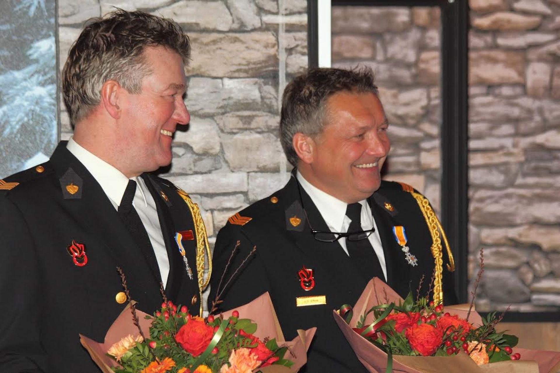 Deldense brandweerlieden ontvangen Koninklijke onderscheiding