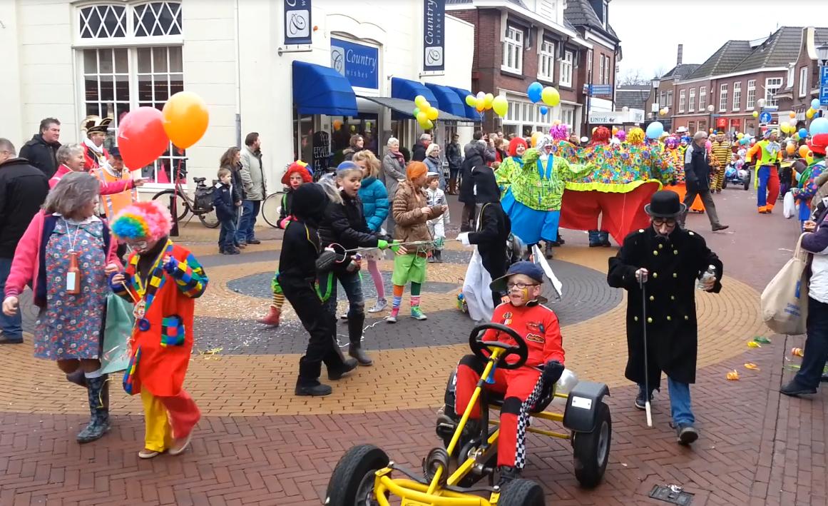 Optocht Kindercarnaval Delden tijdens regulier carnavalsweekend op zaterdag 2 maart