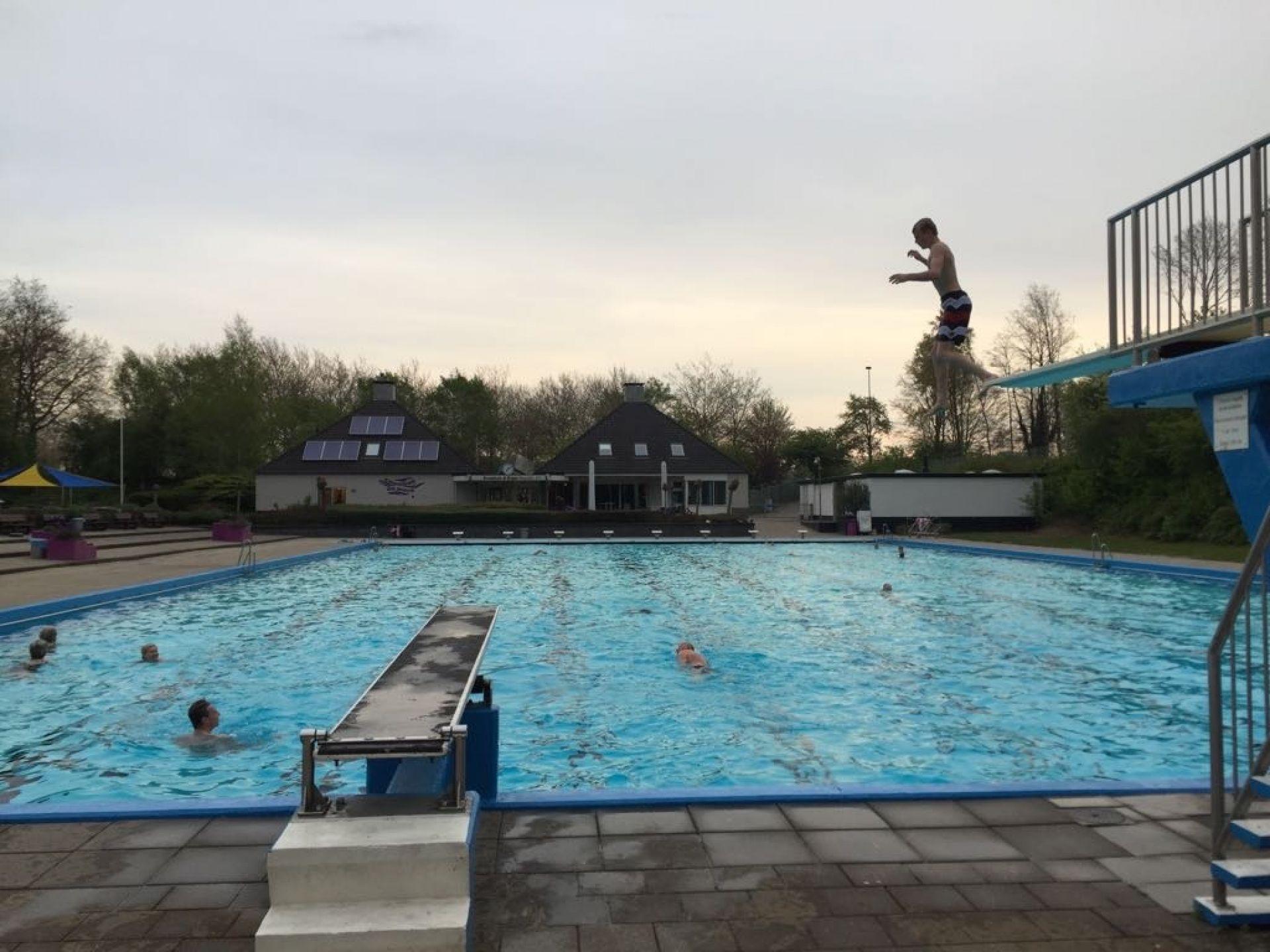 Zwemseizoen De Mors van start in afwachting van zomers weer